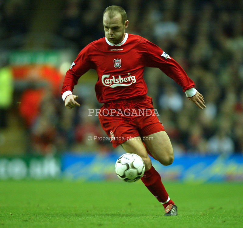 LIVERPOOL, ENGLAND - Saturday, January 10, 2004: Liverpool's Danny Murphy in action Aston Villa during the Premiership match at Anfield. (Photo by David Rawcliffe/Propaganda)