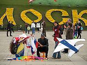 """Der Siegespark, auch """"Park Pobedy"""" genannt liegt im Südwesten der russischen Hauptstadt und gehört mit zu den wichtigsten offiziellen Gedenkstätten Moskaus. Der Siegerpark erinnert an den Sieg im """"Großen Vaterländischen Krieg"""" gegen die Deutschen.<br /> <br /> The Victory Memorial Park in the southwest of Moscow is dedicated to the victory over Nazi Germany in the Great Patriotic War of 1941-1945. It was opened in 1995 to mark the 50th anniversary of the victory."""