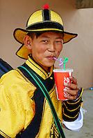 Mongolie, province de Zavkhan, Uliastay, la fete du Naadam, un figurant // Mongolia, Zavkhan province, Uliastay, participant in costume