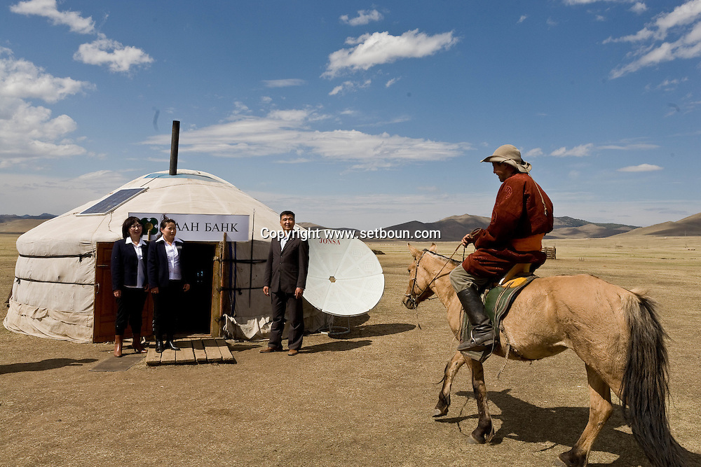 Mongolia. The Khan bank , the largest bank in  has some moving office in yurts , around the steppe, just next to the nomads camps to provide them direct services via satellite  Ulan Baatar -  /  La Khan Bank , la plus grande banque de Mongolie installe des guichets itinerants dans la steppe, sous des yourtes, juste a cote des campements nomades  Oulan Bator - Mongolie