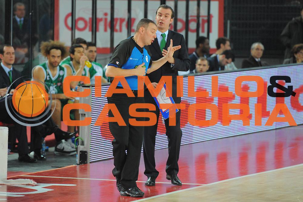 DESCRIZIONE : Roma Lega A 2010-11 Lottomatica Virtus Roma Montepaschi Siena<br /> GIOCATORE : Simone Pianigiani Arbitro<br /> SQUADRA : Lottomatica Virtus Roma Montepaschi Siena<br /> EVENTO : Campionato Lega A 2010-2011 <br /> GARA : Lottomatica Virtus Roma Montepaschi Siena<br /> DATA : 16/01/2011<br /> CATEGORIA : Delusione Fair Play<br /> SPORT : Pallacanestro <br /> AUTORE : Agenzia Ciamillo-Castoria/GiulioCiamillo<br /> Galleria : Lega Basket A 2010-2011 <br /> Fotonotizia : Roma Lega A 2010-11 Lottomatica Virtus Roma Montepaschi Siena<br /> Predefinita :