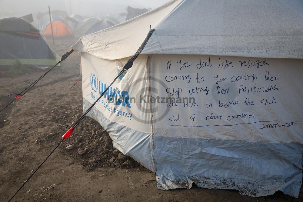Idomeni, Greece - 10.04.2016<br /> <br /> Thousands of refugees stuck since many weeks at the Greek-Macedonian border.<br /> <br /> Tausende Fluechtlinge stecken bereits seit vielen Wochen an der griechisch-mazedonischen Grenze fest.<br /> <br /> Foto: Bjoern Kietzmann