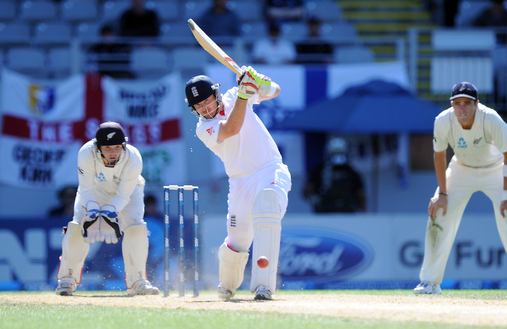 England's Ian Bell hits a cover drive to the boundary in front of New Zealand wicket keeper B J Watling on the fifth day of the 3rd international cricket test, Eden Park, Auckland, New Zealand, Tuesday, March 26, 2013. Credit:SNPA / Ross Setford