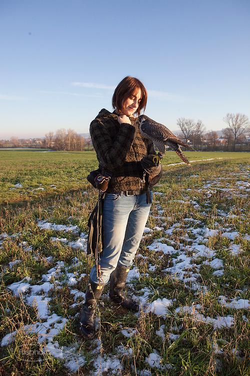 Traversetolo (Parma) - Jessica Ziveri (25), falconiera da 5 anni. Finite le scuole ha scelto subito i rapaci.