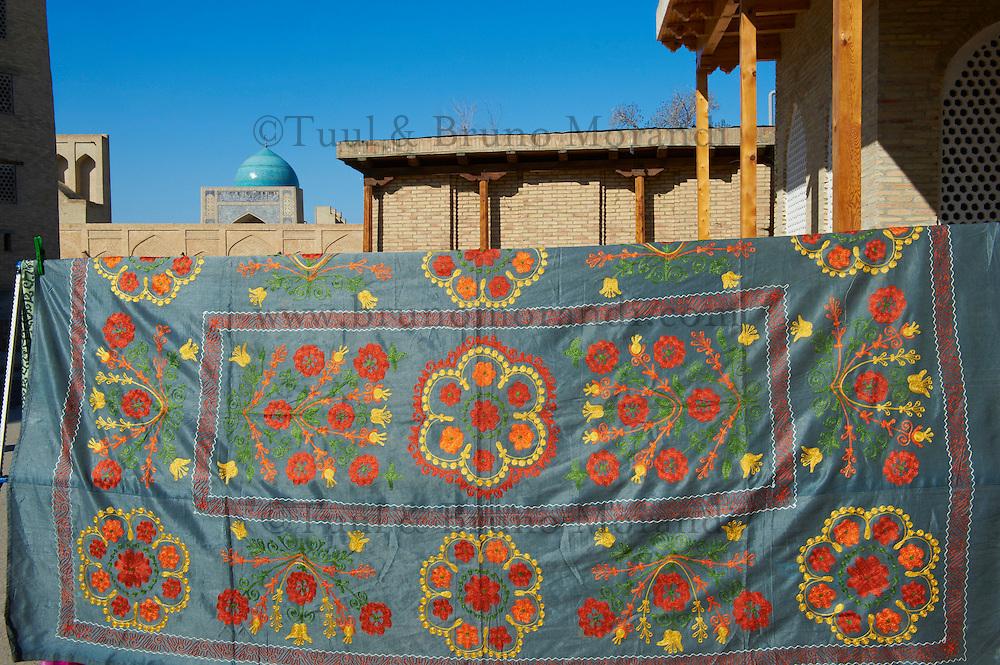 Ouzbekistan, Boukhara, patrimoine mondial de l Unesco, artisanat pour touriste, suzani, broderie ouzbek // Uzbekistan, Bukhara, Unesco world heritage, Craft for tourist, suzani