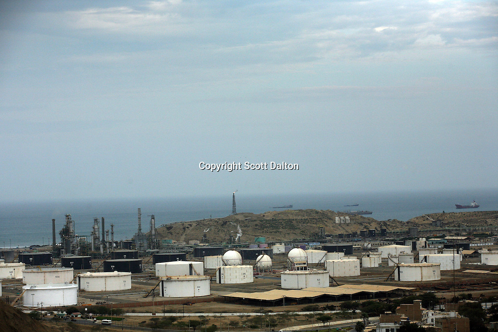 An oil refinery and storage tanks in Talara, on Peru's northern coast on November 10, 2007. Talara is one of Peru's main oil producing regions and the Chinese company SAPET has an oil field in the region. (Photo/Scott Dalton)