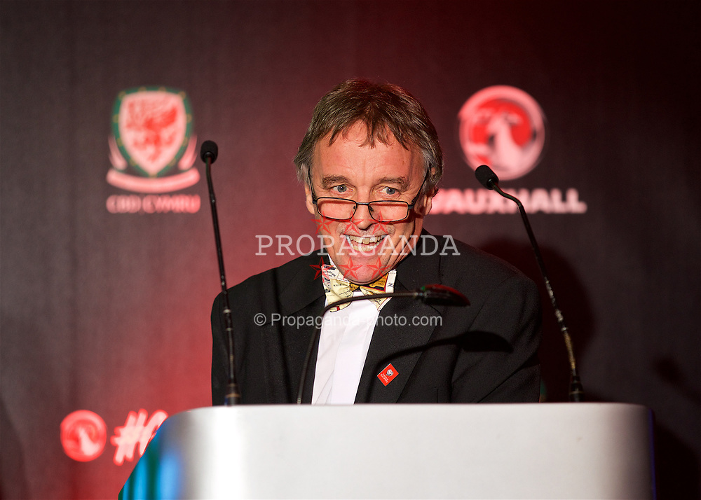 CARDIFF, WALES - Monday, October 2, 2017: BBC Radio Wales' Rob Phillips announces the  Media Choice Player of the Year Award during the FAW Awards Dinner at the Hensol Castle. (Pic by David Rawcliffe/Propaganda)