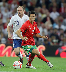 04.09.2010, Wembley Stadium, London, ENG, UEFA Euro 2012 Qualification, England v Bulgaria, im Bild Action involving Wayne Rooney of England and Stanislav Manolev  of Bulgaria. EXPA Pictures © 2010, PhotoCredit: EXPA/ IPS/ Marcello Pozzetti +++++ ATTENTION - OUT OF ENGLAND/UK +++++ / SPORTIDA PHOTO AGENCY