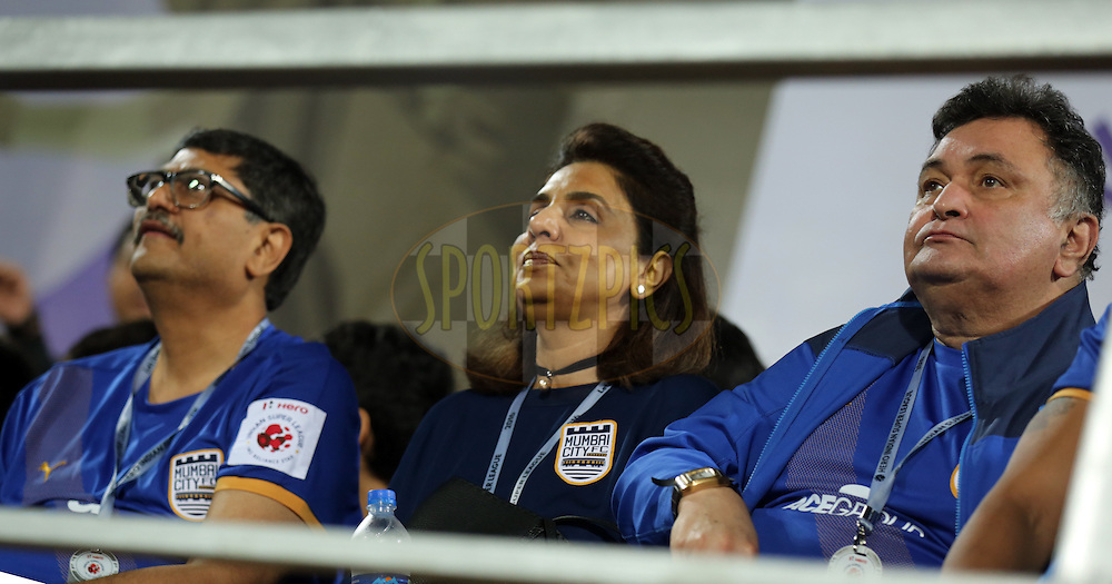 Actor Rishi kapoor with wife neetu singh co-owner of Mumbai City FC during match 7 of the Indian Super League (ISL) season 3 between Mumbai City FC and NorthEast United FC held at the Mumbai Football Arena in Mumbai, India on the 7th October 2016.<br /> <br /> Photo by Sandeep Shetty / ISL/ SPORTZPICS