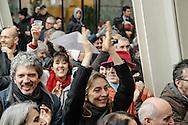 Brindisi per i 40 anni dalla fondazione di Radio Popolare. Milano, piazza Gae Aulenti, 24 dicembre 2015.