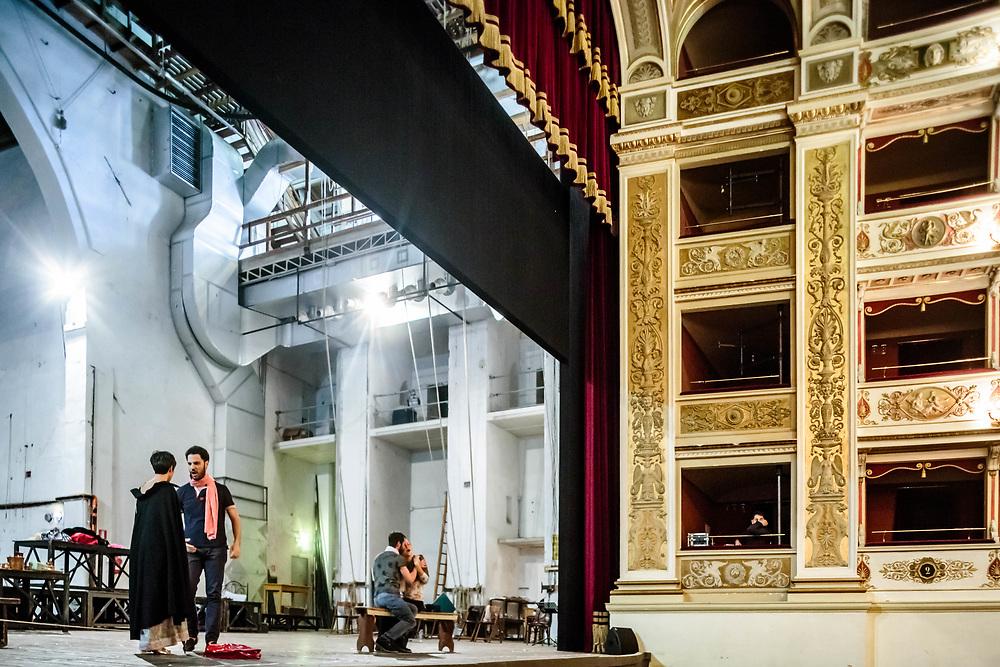 """12 SEP 2015 - Spoleto (PG) - Teatro Nuovo Gian Carlo Menotti: prove della produzione del Teatro Lirico Sperimentale di Spoleto """"A. Belli"""" de  """"La Bohème"""" di G. Puccini, in scena da martedì 22 fino a domenica 27 settembre 2015. da sin: Claudia Sasso (soprano – Musetta), di spalle,  Daniele Antonangeli (baritono – Marcello). Sulla panca: Giuseppe Distefano (tenore – ruolo di Rodolfo) e Nadyna Calistru (soprano – interpreterà Mimì)."""