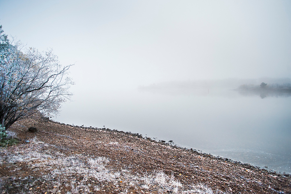 The shore of Lake Inari. You can see how the water rationing shapes the shore line. / Uusi Inari, 2014