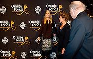 AMSTERDAM- Koningin Maxima komt aan bij het De La Mar theater in Amsterdam voor de voorstelling  Hij gelooft in Mij  samen met Joop van de Ende en Rachel Hazes. COPYRIGHT ROBIN UTRECHT