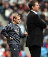 Photo: Paul Thomas.<br /> Manchester City v Newcastle United. The Barclays Premiership. 11/11/2006.<br /> <br /> Stuart Pearce, Man City manager gives it the thumbs up.