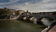 Roma, Il fiume Tevere e Ponte Vittorio.<br /> Rome, The Tiber River and Ponte Vittorio