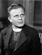 "27/04/1957<br /> 04/27/1957<br /> 27 April 1957<br /> Gael Linn- ""Muiris O hAirt"" drama at Damer Hall. Portrait of actor Prionnsias O'Maonaig."