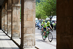 Aromitalia Vaiano make their way to sign on at Emakumeen Bira 2018 - Stage 1, a 108 km road race starting and finishing in Legazpi, Spain on May 19, 2018. Photo by Sean Robinson/Velofocus.com