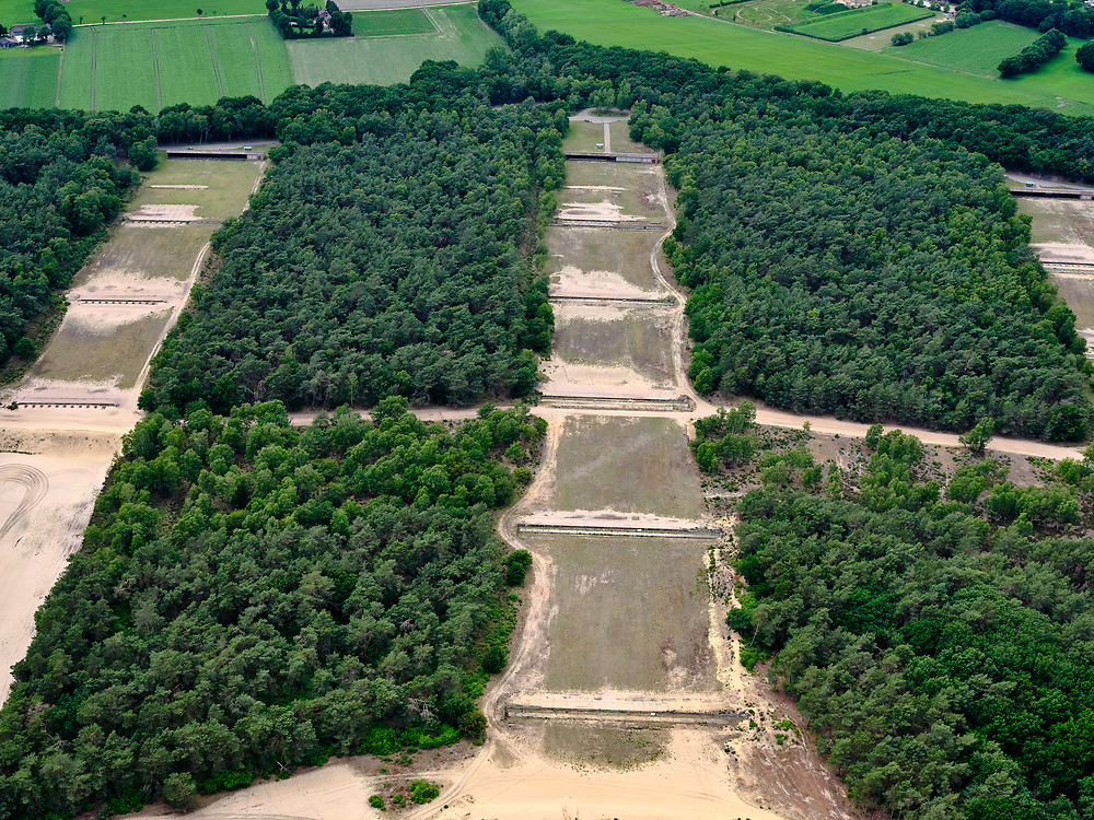Nederland, Gelderland, Harskamp, 21–06-2020; Harskampsche Zand, Legerplaats Harskamp(Generaal Winkelman Kazerne), militair oefenterrein voorinfanterie - Infanterie Schietkamp (ISK). Schietbanen , close-up. Harskamp, Army location Harskamp (General Winkelman Barracks), military training area for infantry.<br /> <br /> luchtfoto (toeslag op standard tarieven);<br /> aerial photo (additional fee required);<br /> copyright foto/photo Siebe Swart