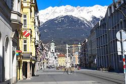 15.03.2020, Innsbruck, AUT, Coronavirus, Ausgangssperre in ganz Tirol, Tirol hat de facto eine Ausgangssperre verhängt. In einer Stellungnahme erklärte Landeshauptmann Günther Platter am Vormittag, die Tirolerinnen und Tiroler dürften die Wohnung nicht verlassen, davon gibt es nur wenige Ausnahmen, im Bild Maria-Theresien Strasse // during a Curfew all over Tyrol, Tirol has de facto imposed a curfew. In a statement, Governor Günther Platter said in the morning that the Tyroleans were not allowed to leave the apartment, there are only a few exceptions. Innsbruck, Austria on 2020/03/15. EXPA Pictures © 2020, PhotoCredit: EXPA/ Erich Spiess