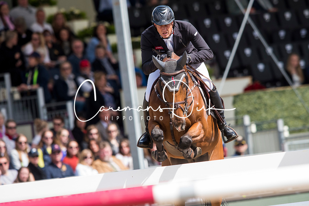 Houtzager Marc, NED, Sterrehofs Calimero<br /> Rolex Grand Prix Jumping<br /> Royal Windsor Horse Show<br /> &copy; Hippo Foto - Jon Stroud