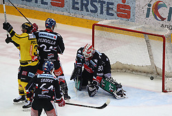 09.03.2018, Albert Schultz Halle, Wien, AUT, EBEL, Vienna Capitals vs HC TWK Innsbruck Die Haie, Playoff Viertelfinale, 1. Spiel, im Bild Jerry Pollastrone (UPC Vienna Capitals), Ondrej Sedivy (HC TWK Innsbruck Die Haie), Florian Pedevilla (HC TWK Innsbruck Die Haie) und Rene Swette (HC TWK Innsbruck Die Haie) // during the Erste Bank Icehockey League 1st round quarterfinal playoff match between Vienna Capitals and HC TWK Innsbruck Die Haie at the Albert Schultz Ice Arena, Vienna, Austria on 2018/03/09. EXPA Pictures © 2018, PhotoCredit: EXPA/ Thomas Haumer
