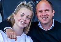 AMSTELVEEN - Teun de Nooijer met zijn dochter Philine  . Semi Final Pro League  women, Australie-Groot Brittannie (6-1). COPYRIGHT KOEN SUYK