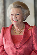 Prinses Beatrix tijdens de uitreiking van de Zilveren Anjers van het Prins Bernhard Cultuurfonds in het Koninklijk Paleis Amsterdam. <br /> <br /> Princess Beatrix at the ceremony of the Silver Carnations of the Prince Bernhard Culture Fund in the Royal Palace of Amsterdam.<br /> <br /> Op de foto:  Prinses Beatrix // Princess Beatrix