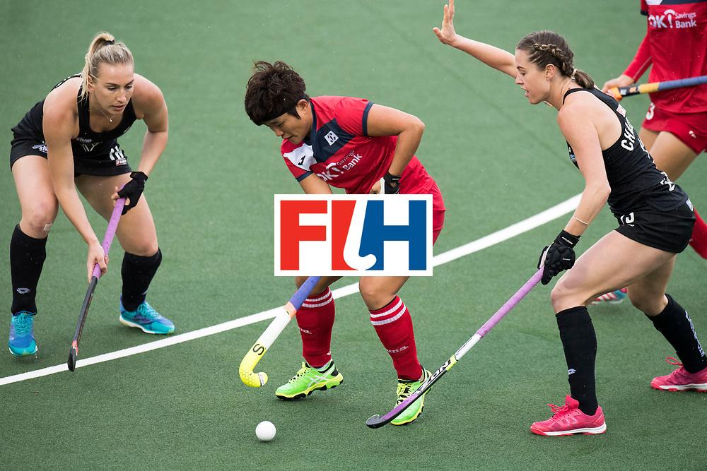 AUCKLAND - Sentinel Hockey World League final women<br /> Match id 10295<br /> 05 New Zealand  v Korea<br /> Foto: Liz Thompson (l) Samantha Charlton (r)(C) <br /> WORLDSPORTPICS COPYRIGHT FRANK UIJLENBROEK