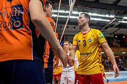 19-02-2017 NED: Bekerfinale Draisma Dynamo - Seesing Personeel Orion, Zwolle<br /> In een uitverkochte Landstede Topsporthal wint Orion met 3-1 de bekerfinale van Dynamo / Bart van Garderen #3 of Dynamo