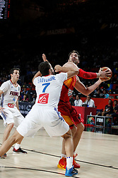 10.09.2014, Palacio de los deportes, Madrid, ESP, FIBA WM, Frankreich vs Spanien, Viertelfinale, im Bild Spain´s Pau Gasol (R) and France´s Heurtel and Lauvergne // during FIBA Basketball World Cup Spain 2014 Quarter-Final match between France and Spain at the Palacio de los deportes in Madrid, Spain on 2014/09/10. EXPA Pictures © 2014, PhotoCredit: EXPA/ Alterphotos/ Victor Blanco<br /> <br /> *****ATTENTION - OUT of ESP, SUI*****