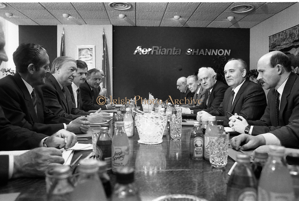 Mikhail Gorbachev Visits Ireland.  (R99)..1989..02.04.1989..04.02.1989..2nd April 1989..As part of a European tour Russian President,Mikhail Gorbachev visited Ireland today. As the architect of 'Glasnost' ,a softening of Russian opression,he was warmly welcomed on his arrival at Shannon Airport...Picture shows the Irish and Russian delegations in talks in the VIP lounge of Shannon Airport.