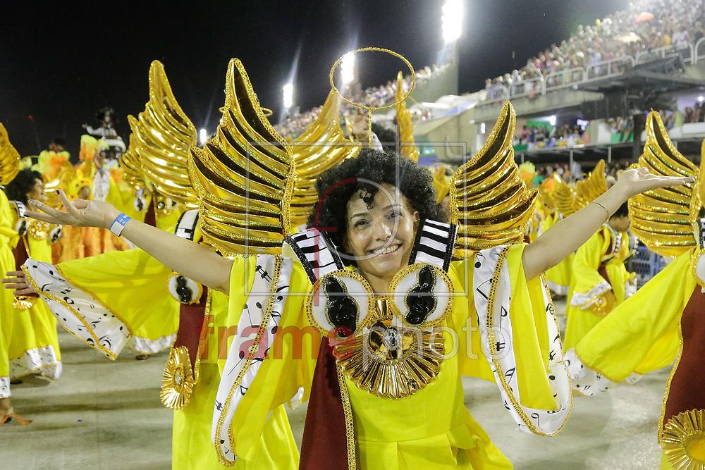 Rio de Janeiro, RJ – 14/02/2015 – Desfile do GRES Renascer de Jacarepaguá com o enredo Candeia –Um manifesto ao povo em forma de arte, sexta escola no segundo dia do Grupo de Acesso do Carnaval 2015, no Sambódromo da Marquês de Sapucaí, na noite de hoje (14/02). Foto: Rudy Trindade/Frame
