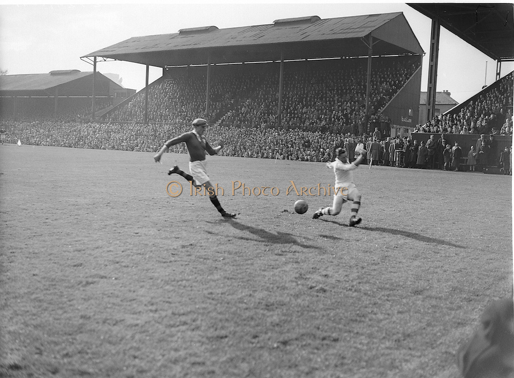 Neg No: 1001/a3626-a3632...17031956IPFCF...17.03.1956...Interprovincial Railway Cup Football - Final...Ulster.00-12.Munster.00-04..