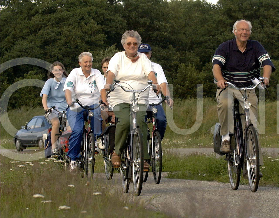 marienberg 07-07-97 start fietsvierdaagse...fotografie uijlenbroek©/henk offenberg