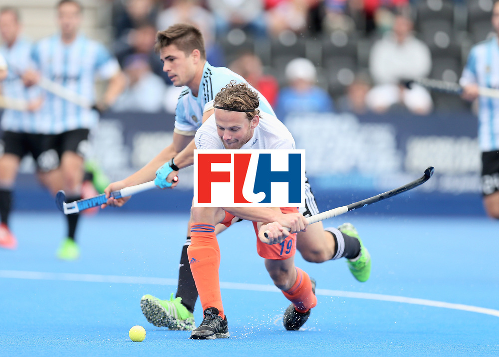 LONDON, ENGLAND - JUNE 25: Bob de Voogd of the Netherlands and Gonzalo Peillat of Argentina battle for possession during the final match between Argentina and the Netherlands on day nine of the Hero Hockey World League Semi-Final at Lee Valley Hockey and Tennis Centre on June 25, 2017 in London, England. (Photo by Alex Morton/Getty Images)