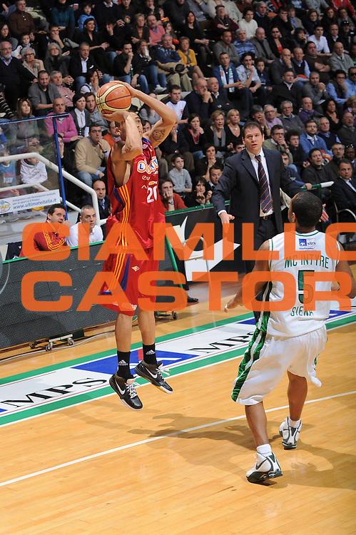 DESCRIZIONE : Siena Lega A1 2008-09 Montepaschi Siena Lottomatica Virtus Roma<br /> GIOCATORE : Ibrahim Jaaber<br /> SQUADRA : Lottomatica Virtus Roma<br /> EVENTO : Campionato Lega A1 2008-2009 <br /> GARA : Montepaschi Siena Lottomatica Virtus Roma<br /> DATA : 08/03/2009<br /> CATEGORIA : tiro<br /> SPORT : Pallacanestro <br /> AUTORE : Agenzia Ciamillo-Castoria/G.Ciamillo