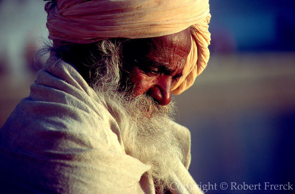 INDIA, RELIGION, SIKHISM Portrait of a Sikh Pilgrim in the Golden Temple, in Amritsar