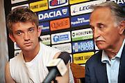 Arta Terme (UD), 27/07/2011.Campionato di calcio Serie A 2011/2012.Il DS Fabrizio Larini presenta il nuovo acquisto Sergio Piccoli Neuton..© foto di Simone Ferraro