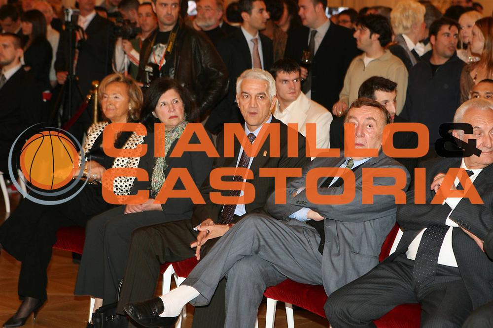 DESCRIZIONE : Praga Eurolega 2005-06 Final Four Gala di Premiazione<br />GIOCATORE : Zanolin<br />SQUADRA : Fiba Europa<br />EVENTO : Eurolega 2005-2006 Final Four Gala di Premiazione<br />GARA : <br />DATA : 29/04/2006 <br />CATEGORIA : Ritratto<br />SPORT : Pallacanestro <br />AUTORE : Agenzia Ciamillo-Castoria/E.Castoria