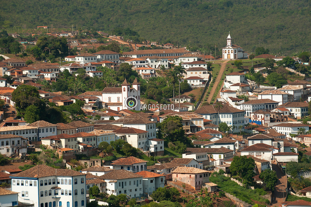 Serro e um municipio brasileiro do estado de Minas Gerais, cercado por serras, morros, rios e cachoeiras, se apresenta como excelente destino para os apreciadores do turismo historico e ecologico. Situada no centro-nordeste de Minas Gerais, na regiao central da Serra do Espinhaco./ Serra is a municipality in the state of Minas Gerais, surrounded by mountains, hills, rivers and waterfalls, looks like a great destination for lovers of historical and ecological tourism. Located in central-northeast of Minas Gerais, in the central region of the Espinhaco.