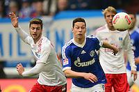 FUSSBALL   1. BUNDESLIGA   SAISON 2012/2013    31. SPIELTAG FC Schalke 04 - Hamburger SV          28.04.2013 Jacopo Sala (li, Hamburger SV) gegen Julian Draxler (re, FC Schalke 04)