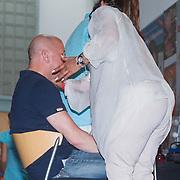 NLD/Uden/20130618 - Opname TROS Muziefeest op het Plein 2013 Uden, Frank Schmitt word geschminkt