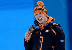 09-02-2014 ALGEMEEN: OLYMPIC GAMES MEDAILLE CEREMONIE: SOTSJI<br /> Sven Kramer<br /> ©2014-FotoHoogendoorn.nl<br />  / Sportida