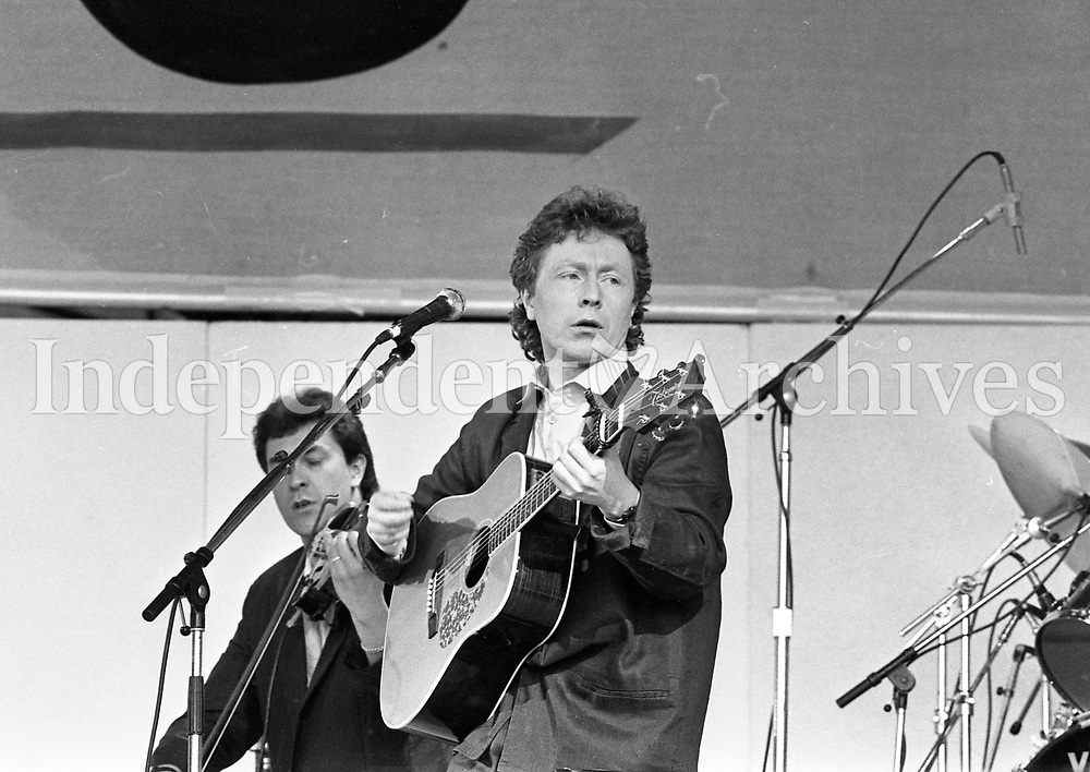 Paul Brady on stage during the Self-Aid benefit concert in the RDS, 17/05/1986 (Part of the Independent Newspapers Ireland/NLI Collection).