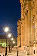 Fürstbischöfliche Residenz Würzburg, Westfassade bei Nacht, UNESCO-Welterbestätte, Franken, Bayern, Deutschland.. | ..Residenz Würzburg, palace at dusk, Bavaria, Germany