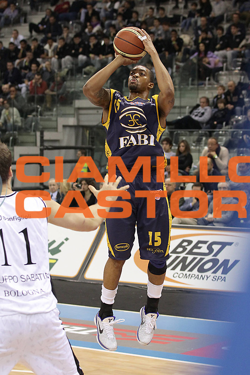 DESCRIZIONE : Torino Coppa Italia Final Eight 2011 Quarti di Finale Fabi Shoes Montegranaro Canadian Solar Virtus Bologna<br /> GIOCATORE : Allan Ray<br /> SQUADRA : Fabi Shoes Montegranaro<br /> EVENTO : Agos Ducato Basket Coppa Italia Final Eight 2011<br /> GARA : Fabi Shoes Montegranaro Canadian Solar Virtus Bologna<br /> DATA : 10/02/2011<br /> CATEGORIA : tiro<br /> SPORT : Pallacanestro<br /> AUTORE : Agenzia Ciamillo-Castoria/C.De Massis<br /> Galleria : Final Eight Coppa Italia 2011<br /> Fotonotizia : Torino Coppa Italia Final Eight 2011 Quarti di Finale Fabi Shoes Montegranaro Canadian Solar Virtus Bologna<br /> Predefinita :