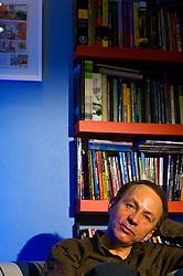 Michel Houellebecq é escritor francês, mais conhecido por seus controversos romances sobre a vida contemporânea na pós-modernidade. Apesar do gênero ficção, suas obras são carregadas de traços autobiográficos e de questionamentos políticos, sociais e humanos. Também diretor, poeta e cantor. Houellebecq já publicou mais de 20 títulos, quatro deles no Brasil: Partículas elementares (1999), Extensão do domínio da luta (2002) – ambos adaptados para o cinema -, Plataforma (2002) e A possibilidade de uma ilha (2006), que ganhou o Prix Interallié 2005. FOTO: Jefferson Bernardes / Preview.com