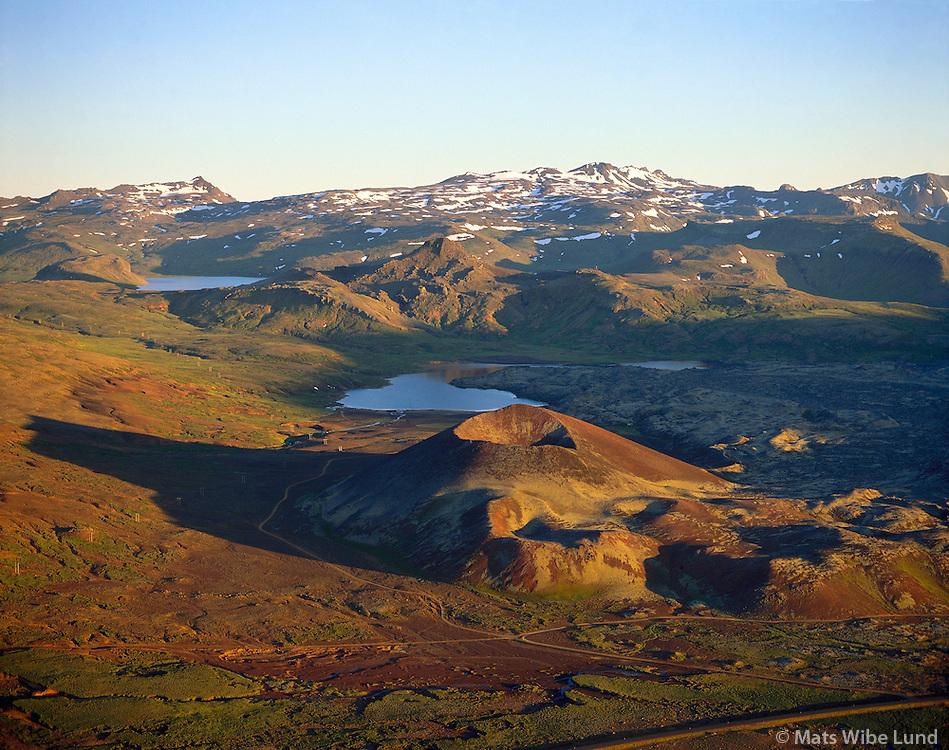 Gráakúla til vinstri, Selvallavatn, Hraunfjarðarvatn í baksýni. Helgafellssveit.Graakula crater left, Berskerkjahraun lavafield. lake Selvallavatn in front and Hraunfjardarvatn in background