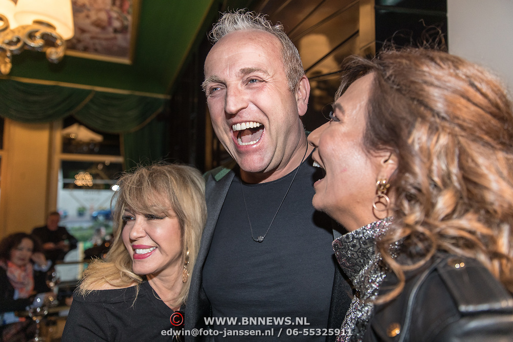 NLD/Amsterdam/20190401 -  Opening Burgerroom Gordon , Gordon met Patty Brard en Patricia Paay