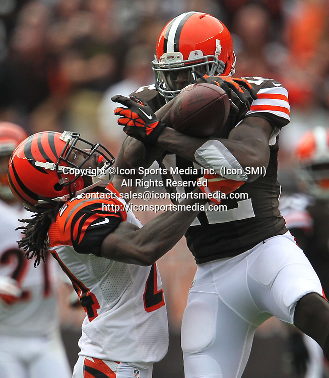 September 29, 2013 - Cleveland, OH, USA - Cleveland Browns wide receiver Josh Gordon, right, pulls a second-quarter pass away from Cincinnati Bengals cornerback Adam Jones for a 33-yard gain at FirstEnergy Stadium in Cleveland, Ohio, on Sunday, September 29, 2013. The Browns won, 17-6